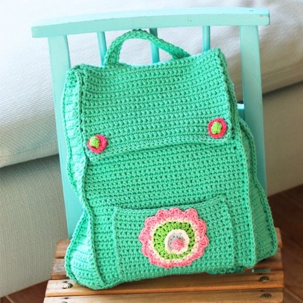 This cute little backpack is the perfect DIY project for your kids! Profit now from the free crochet pattern at Yarnplaza.com! ༺✿Teresa Restegui http://www.pinterest.com/teretegui/✿༻
