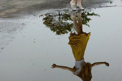 Walking along, seeing my reflection and the sky's in the puddles - Going to town - Yellow hoodie