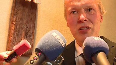 Rektor des Haltener Gymnasiums trauert um Schüler und Lehrkräfte http://www.focus.de/panorama/videos/man-funktioniert-einfach-rektor-des-haltener-gymnasiums-trauert-um-schueler-und-lehrkraefte_id_4573476.html