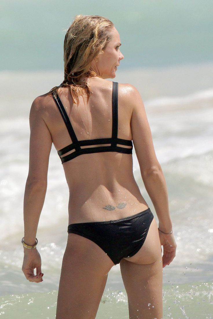 Laura Vandervoort Bikini Pics