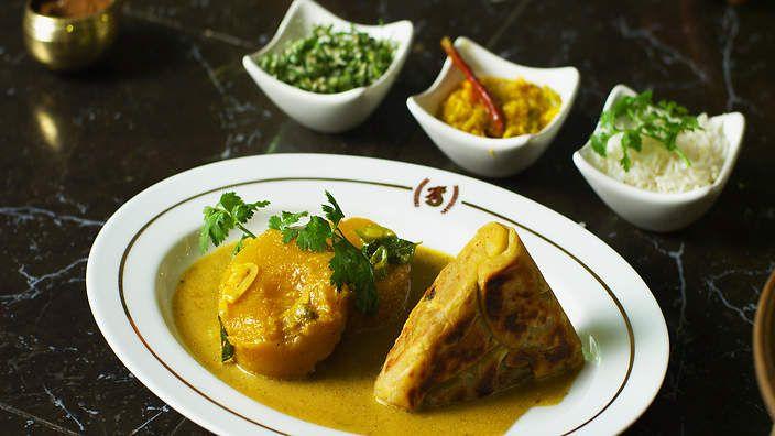 Peter Kuruvita's pumpkin curry with brinjal rotti : SBS Food. Watch the video recipe.