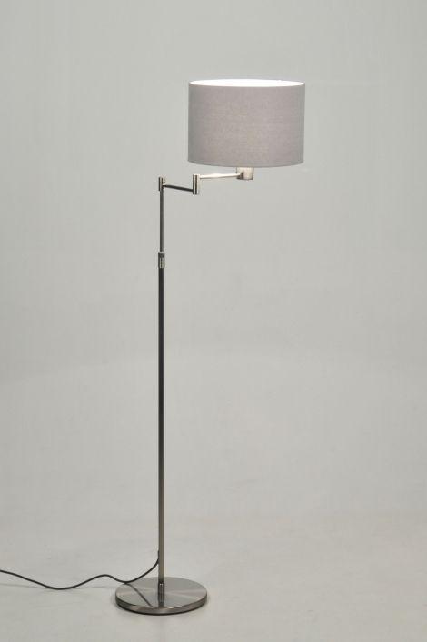 art 30085 Praktisch en modern! Deze vloerlamp is van staal, met grijze linnen kap. https://www.rietveldlicht.nl/artikel/vloerlamp-30085-modern-retro-staal_-_rvs-stof-grijs-rond