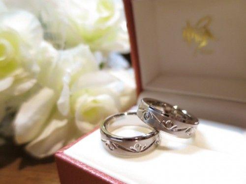 高崎工房のお客様の結婚指輪が完成しました。 アレンジを加えたチタンリングは、お二人だけの特別リング。 詳しくは、2015年2月5日の高崎工房スタッフブログ「二人で選んだお気に入りの手彫りリング♡」でご紹介しています。