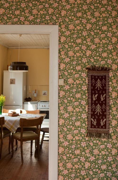 In love with the vintage, Edwardian-looking wallpaper