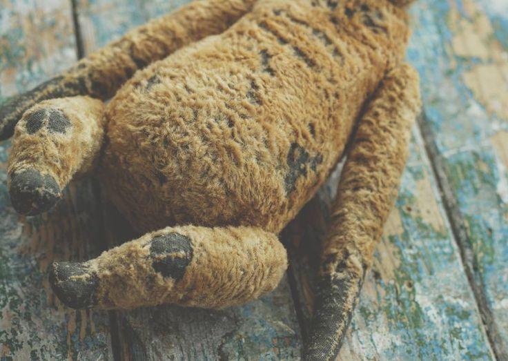 Лежит груша,нельзя скушать. А притворялся яблоком 😕  Ууууу...как же полюбилась мне мягкая набивка и этот размер!😍Посажу на колени,мну,мну...в глаза смотрит...вздохнет...и молчит.Тоже любите мять медведей?Вам сюда!👍😉  #впроцессе #мятые_медведи