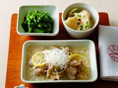 """坂田 阿希子さんの「鶏の""""蒸し""""献立」のレシピページです。1つのフライパンでおかず3品を蒸す「3品いちど蒸し」。さっぱりした鶏肉をメインに、じゃがいも、菜の花を副菜にした、バランスよしのへルシー献立です。 材料: 鶏肉の塩レモン蒸し、じゃがいものたらこサラダ、菜の花のオイル蒸し"""