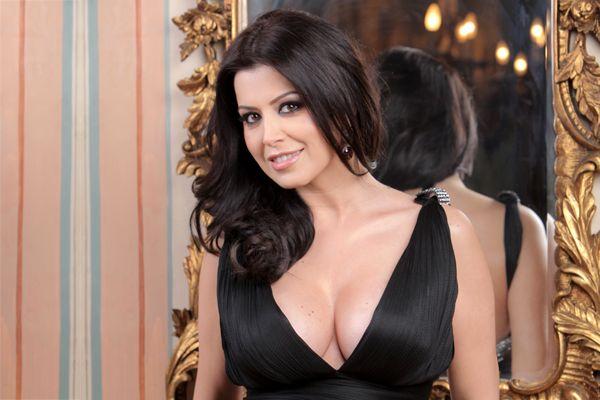 Simona Patruleasa a scapat de chinul de a folosi rimel!