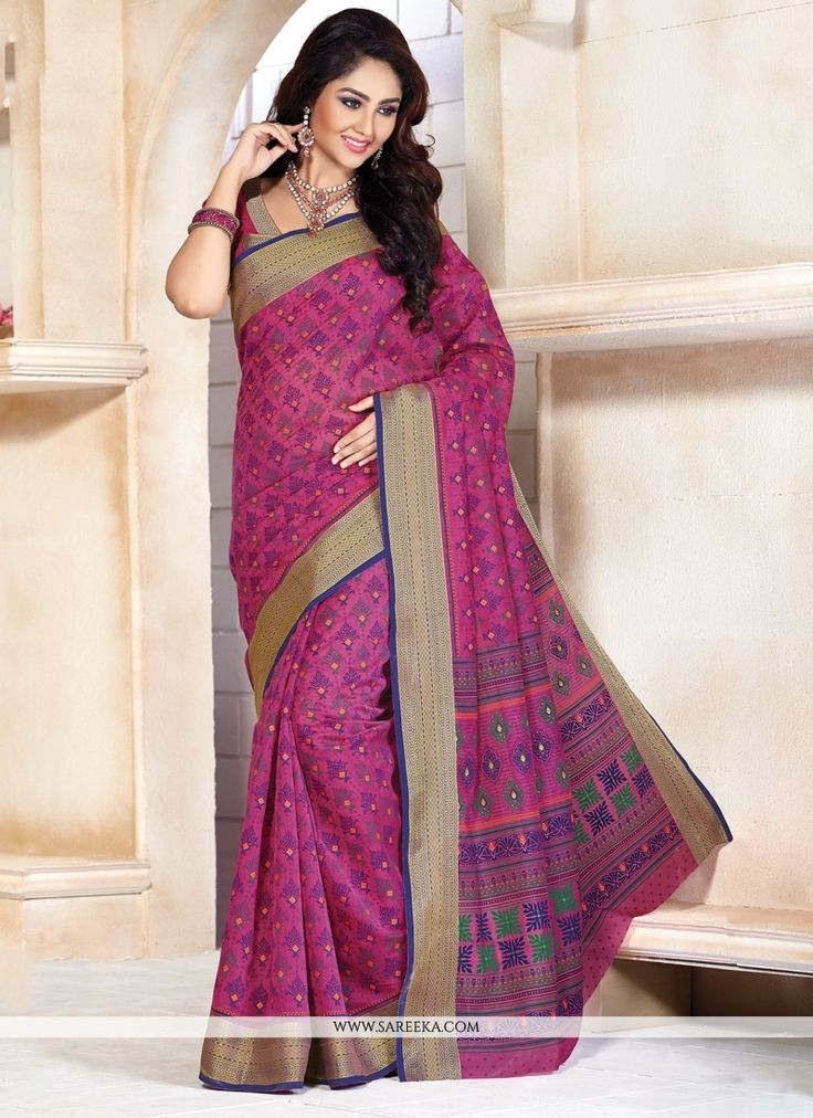 Sensible colors and excellent designs and romantic moods are reflected with an alluring style. Get the simplicity and grace with this magenta cotton   casual saree. This attire is showing some really ...