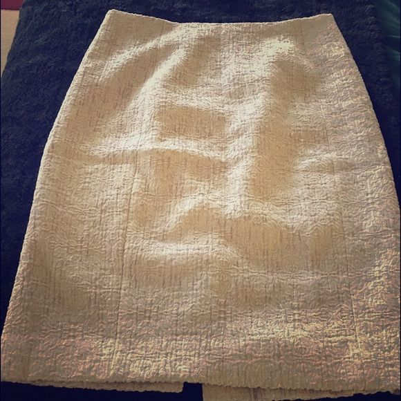 Ann Taylor Cream Pencil Skirt -Size 4 Light tan, brocade fabric with a bit of shimmer, just above the knee length skirt. It's a dressy skirt but very versatile. Classic style. Ann Taylor Skirts Pencil