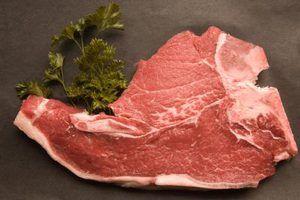 Cómo hacer chuletas de cerdo en el horno para que queden tiernas y jugosas | Muy Fitness