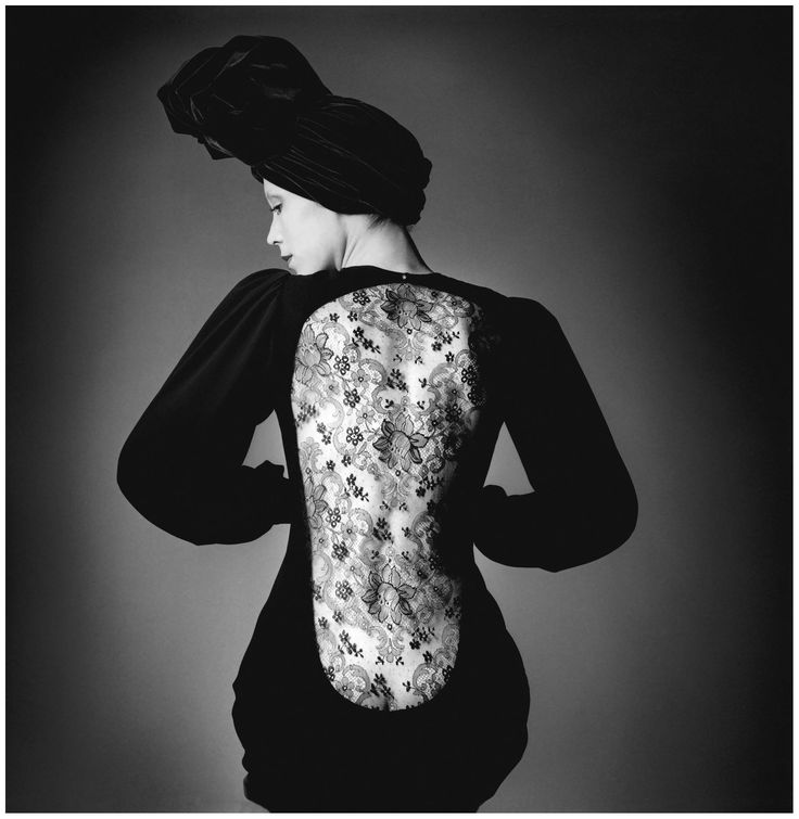 Photo Jeanloup Sieff – Marina Schiano, dress Yves Saint Laurent, Paris, French Vogue, 1970