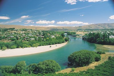 Alexandra, New Zealand | Alexandra and Clutha River - photo courtesy of Tourism Central Otago