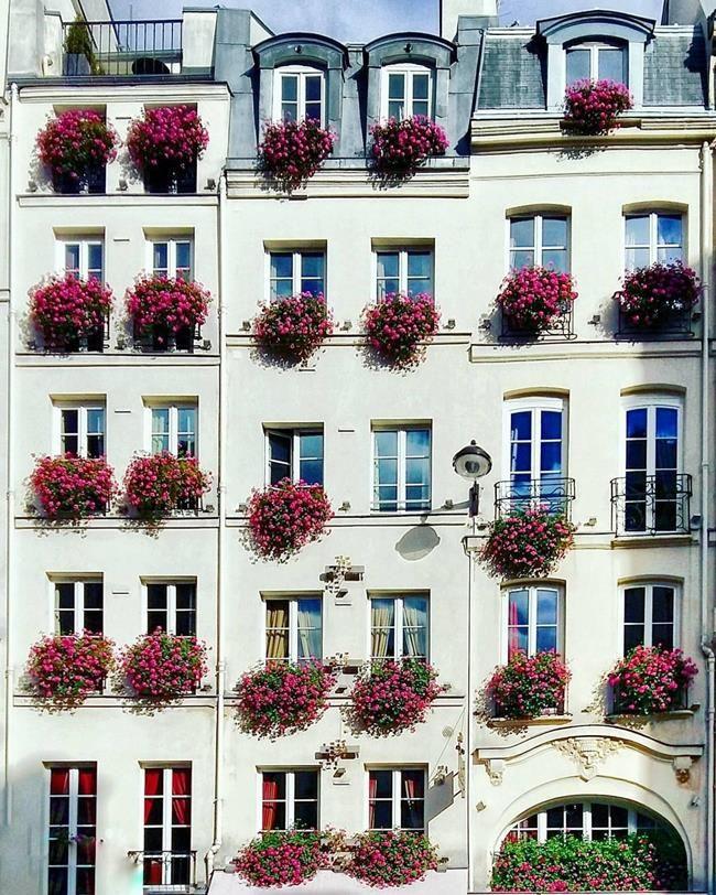 Binaların Kapı ve Pencereleriyle Simetrik Fotoğraflar Çeken Sanatçıdan 30+ Çalışma Sanatlı Bi Blog 39