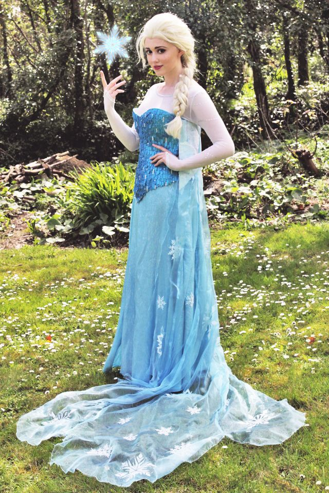 Elsa (Frozen) cosplay, showing Olaf what Frozen things do in summer!