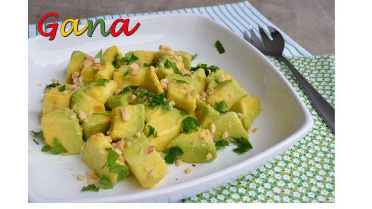 Salada de abacate e amendoins