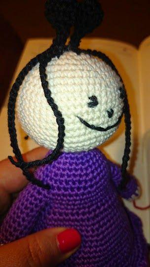 Jöjjön akkor a lila ruhás hölgy. :)    Kérek mindenkit aki elkészíti a mintám alapján, ha van valami ami nem egyértelmű vagy elakadtok vala...