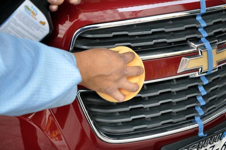 Cómo proteger la pintura del auto con polímero TENAZIT - Un auto hermoso y brillante ¿Cómo proteger la pintura? con polímero automotriz TENAZIT, es fácil, económico y sencillo de hacerlo por nosotros mismos. En el video Arturo nos muestra cómo realizar el proceso de protección, en forma simple y agradable