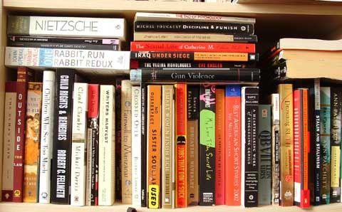 Kaç hayat yaşarız, kaç kişi oluruz kitapların sayfaları arasında...