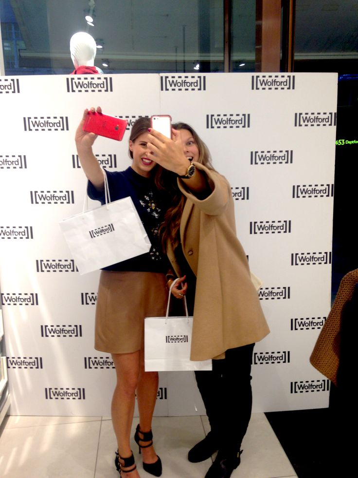 Bloggers take the opportunity to snap a selfie at Wolford. #RegentStreet #FNO