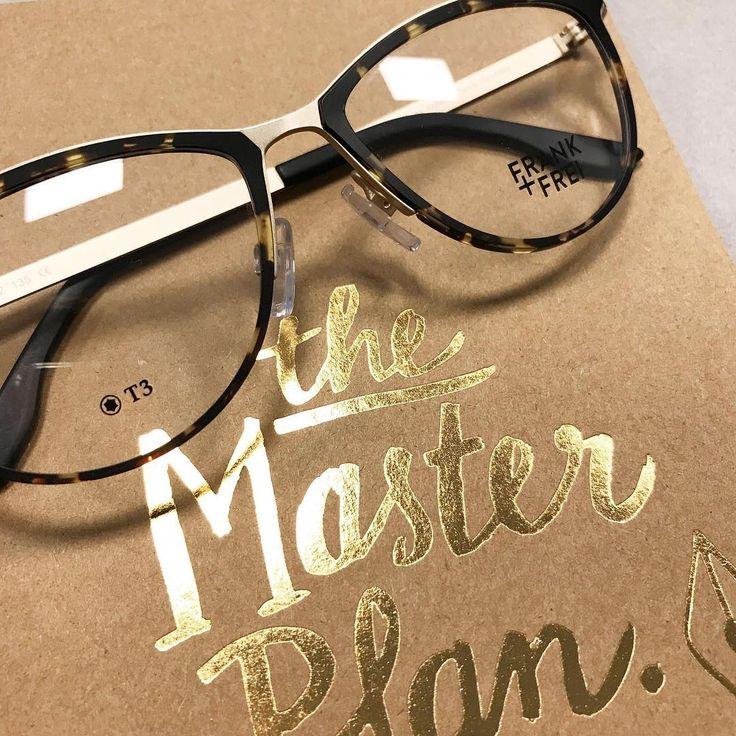 NEUE FASSUNG! Wir sind verliebt in dieses neue FRANK+FREI-Modell! Der Animal-Print verbindet sich perfekt mit dem matten Gold! FRANK+FREI-Modell 4142  #brille #gleitsichtbrille #optiker #frankundfrei #gold #animal #damenbrille #kobergtente
