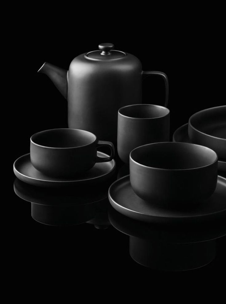 25 best ideas about black dinnerware on pinterest dinnerware designs tablewares and gothic. Black Bedroom Furniture Sets. Home Design Ideas