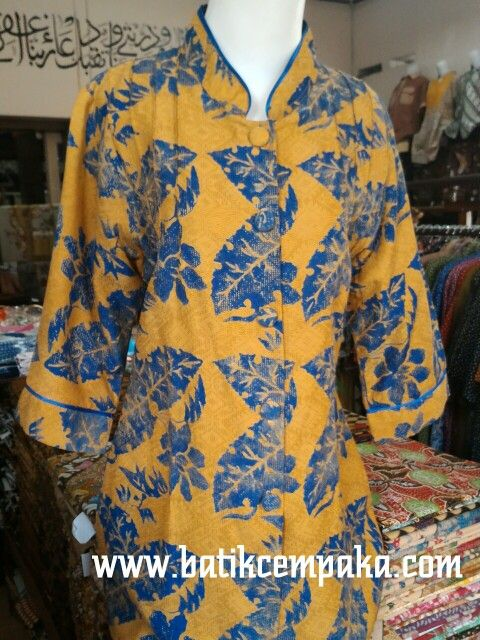 Blus kantor, motif : daun gedhe, harga Rp 200.000 Cocok untuk anda wanita karier... :)