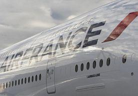 25-May-2015 18:43 - LUCHTMACHT VS BEGELEIDT TOESTEL NA DREIGEMENT. Vliegtuigen van de Amerikaanse luchtmacht begeleiden een toestel van Air France naar de luchthaven John F. Kennedy van New York. Dat gebeurt omdat een anoniem dreigement tegen het vliegtuig is binnengekomen, meldt het televisiestation WABC in New York…...