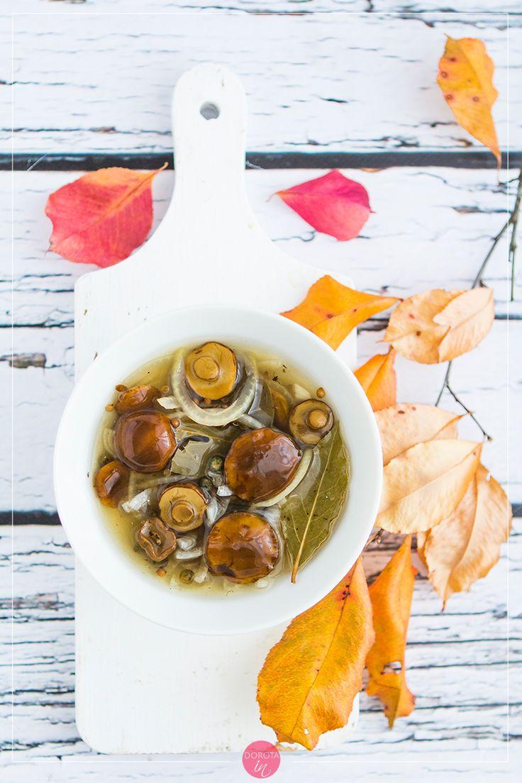 Grzyby marynowane w occie, pyszna przekąska na jesienne i zimowe wieczory.  #grzyby #przepis #przekąska #przekąski #jedzenie #kuchnia