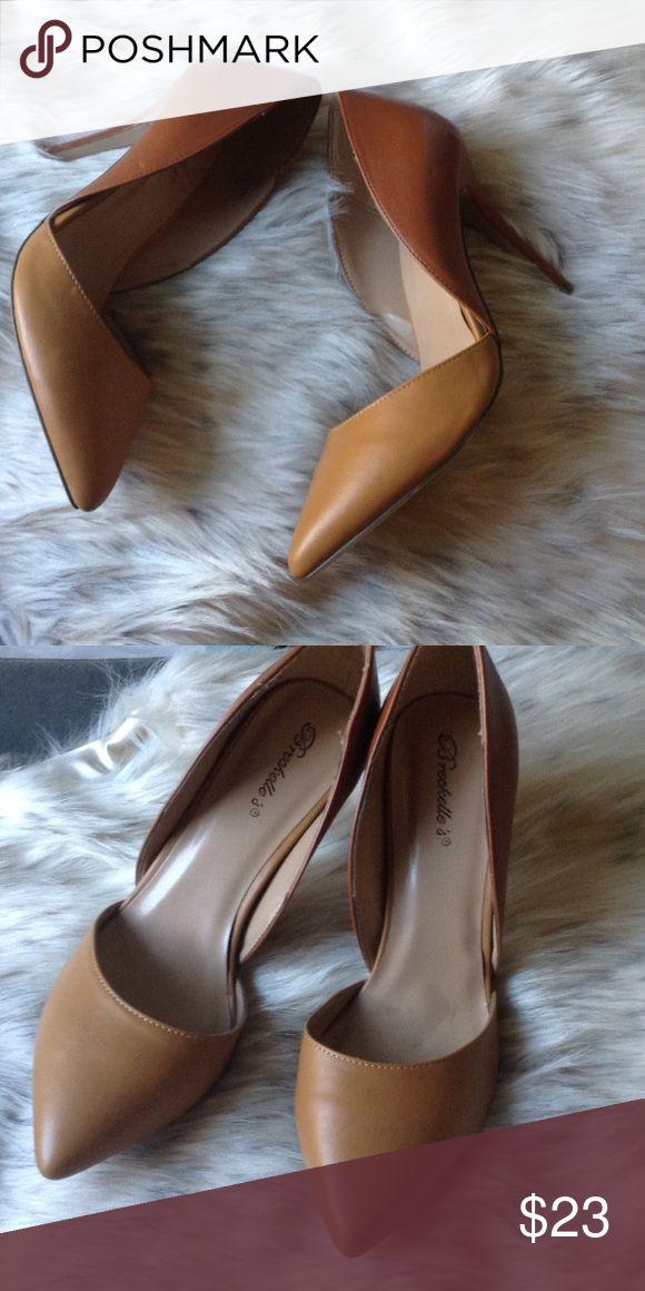 Breckelle's Two Toned Heels NWOT. Never worn. Two tone brown Breckelles Shoes Heels