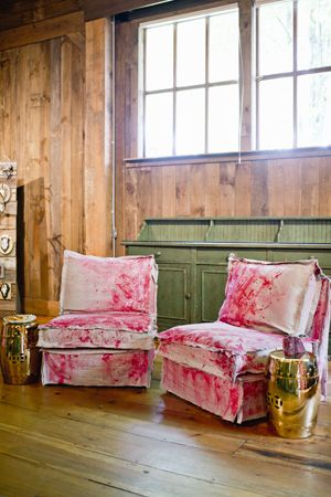 lounge area with crushed pink velvet chairs | Harwell Photography #wedding