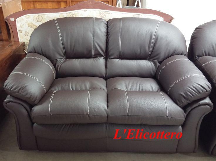 Bellissimo #divano color testa di Moro, con struttura in legno, cuscini e schienale imbottiti. #relax #livingroom #homesweethome #arredare #lelicottero www.lelicottero.com