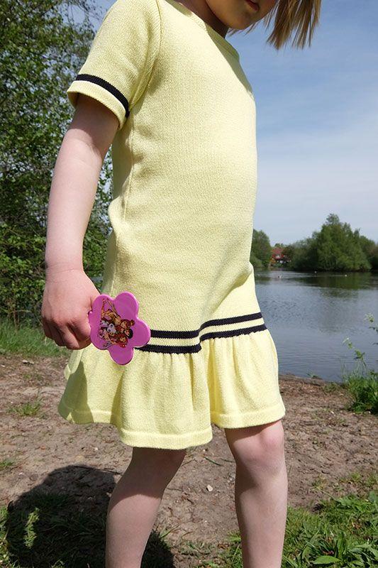 gelbes Strickkleid für Mädchen von wool candy Berlin