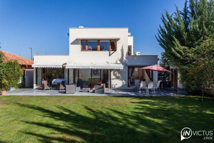 Una propiedad que refleja un estilo moderno. Es cómoda y muy luminosa.