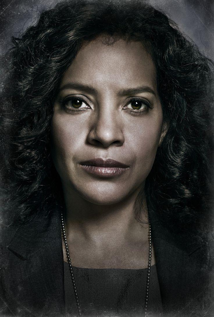 Zabryna Guevara as Cap. Sarah Essen in #Gotham - Season 1 #Set2