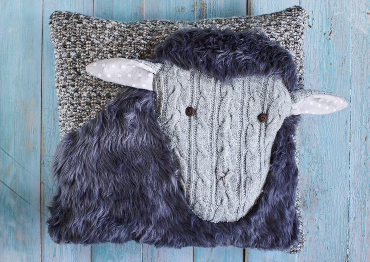 Ompele muhkea lammastyyny kaveriksi sohvalle.