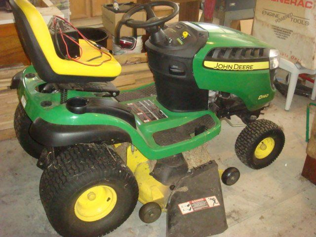 JOHN DEERE D140 Lawn Tractor with Grass Cutter: 22 Gross HP Motor with Over Head Values. SCHANU Battery Charger, Ear Protectors and Gas Can Included. (2000-3000)