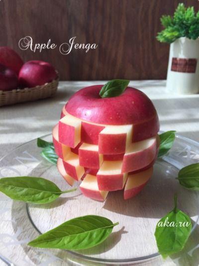 パーティーにオススメ♪りんごのジェンガ♡リンゴを綺麗に洗います。 2.ボールに水・塩を入れて塩水を作っておきます。 3.リンゴを横に6等分に切り、 一番上・1番下部分以外を 縦に5等分に切ります。 ※種部分はカットしておきます。 4.リンゴの変色をおさえる為に、塩水に浸し、リンゴ丸ごと1個を元の形に戻します。 5.種部分に爪楊枝をさします。 後は互い違いにリンゴを出したら完成