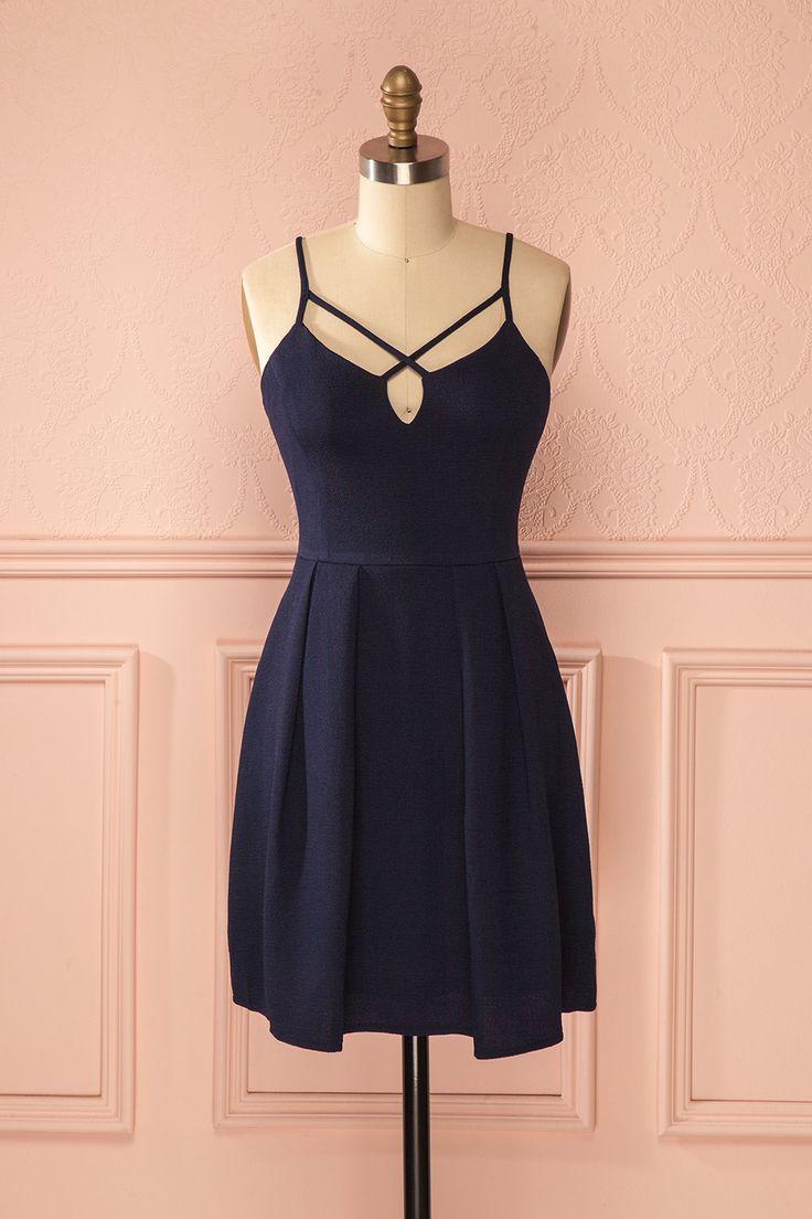 Malvina ♥ JUST IN from Boutique 1861 très belle robe au style Bohême, avec des détail sur le décolleté, couleurs marine de la ville de Paris faites par un créateur simple !