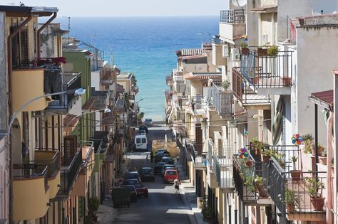 The beautiful sandy beaches of Sicily offer something for every kind of tourist, whether you're into snorkeling, swimming, climbing or just sightseeing.