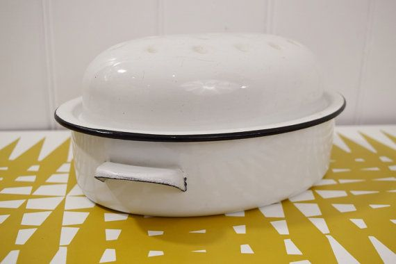 Vintage Enamel roasting tin. Dutch Oven. Retro bakeware
