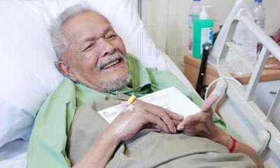 """PELAKON VETERAN ANJANG AKI MASUK HOSPITAL DIPANTAU DOKTOR   """"Selama 12 tahun berkahwin dengannya inilah kali pertama beliau masuk hospital. Saya harap keadaannya akan beransur pulih seperti sediakala"""" kata Datin Nazariah Abu Bakar 62 mengenai suaminya pelakon veteran Datuk Baharuddin Omar atau Anjang Aki 81. Difahamkan keadaan Anjang Aki kini stabil dan beliau berada dalam pemantauan doktor di Hospital Angkatan Tentera Tuanku Mizan Wangsa Maju sejak dimasukkan Selasa lalu. Kata Datin…"""