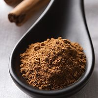 While teens may think swallowing a spoonful of ground or powdered cinnamon on a dare makes them look cool, the side effects can be dangerous — especially for someone with asthma. Here's what you need to know.