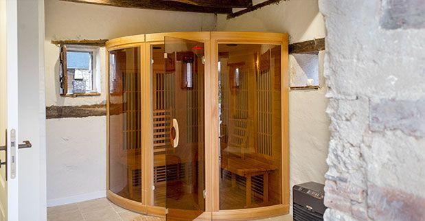 lapoirealoup.com - Le Sauna Cabine infrarouge pour 3 personnes. Montée en température plus rapide que le sauna traditionnel, Sudation obtenue dès 40°,   Infrared booth for 3 people.