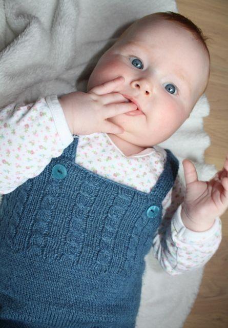 """""""Anne sparkebukse"""" - elsker sånne kosebukser i deilige fargenyanser. Strikket i Fin - babyalpakka og silke!"""