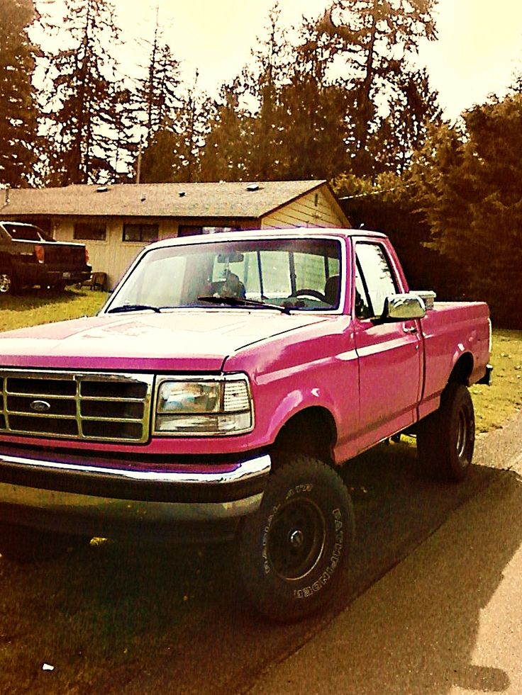 Usually pick trucks are ugly and tacky but this Ford is cuuuute! & Best 25+ Pink truck ideas on Pinterest | Pink lifted trucks Pink ... markmcfarlin.com