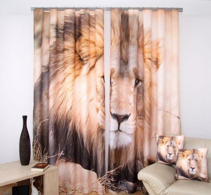 Závesy na okno béžovej farby s motívom leva