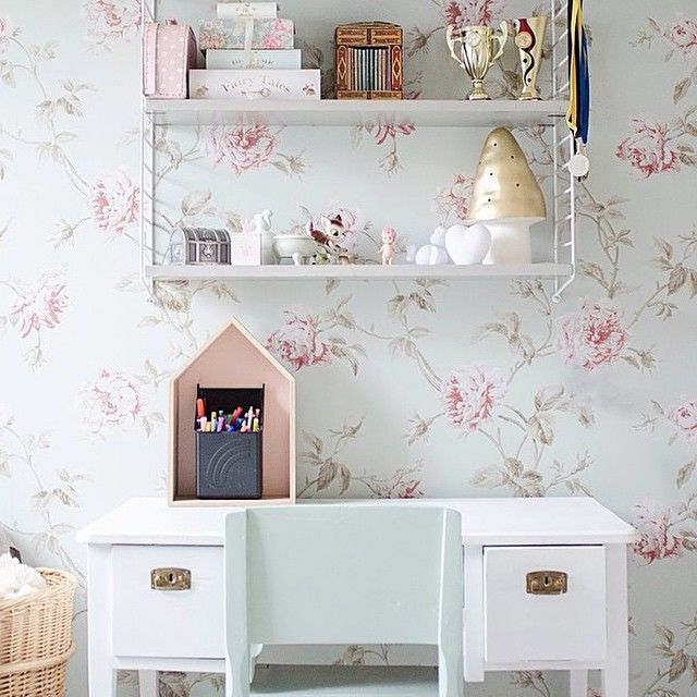 Pastel floral wallpaper, desk area and white String shelf. pastellfabriken