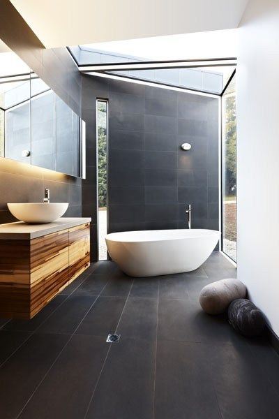 Grand Designs Australia - Yes, I could see myself relaxing in this tub.