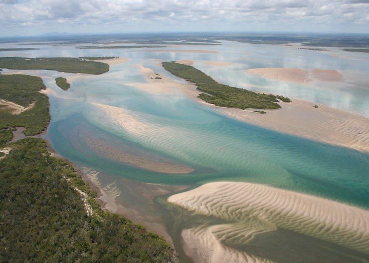 Low tide in the Great Sandy Strait.  Off Road Adventure Safaris.  www.tourcapeyork.com.au