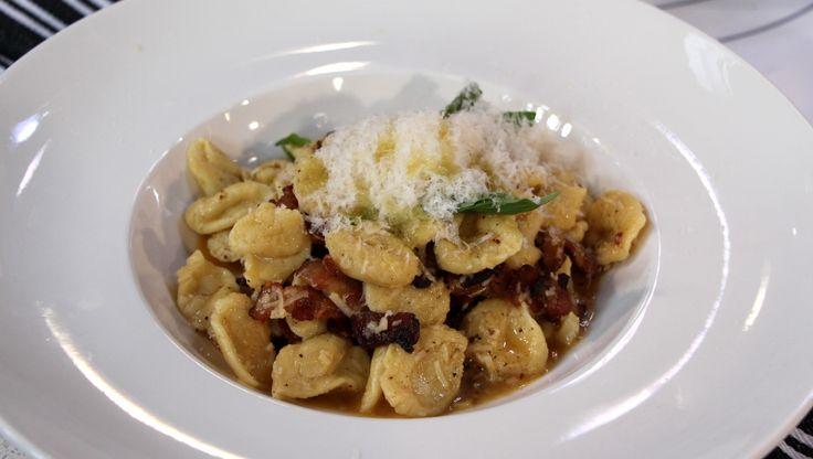 Chef, Randy Feltis shares his homemade pasta champagne carbonara recipe. Perfect for your Valentine
